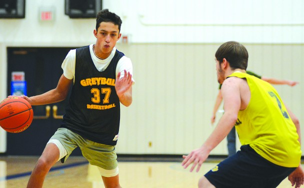 Cale Wright dribbles around Avery Swiftney during Monday night's practice.